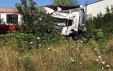 Vykoľajený vlak v Krškanoch. Zrážka na železničnom priecestí