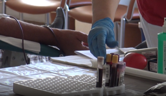 Transfúzna služba vyzýva k darovaniu krvi. Pacienti ju stále potrebujú