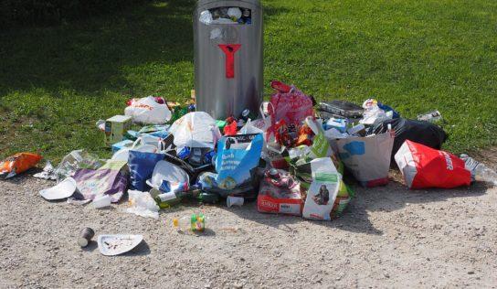Prečo vyhadzujeme odpadky na zem?