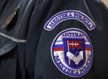 Mestská polícia v Nitre rozháňa nedisciplinovaných a zle informovaných občanov
