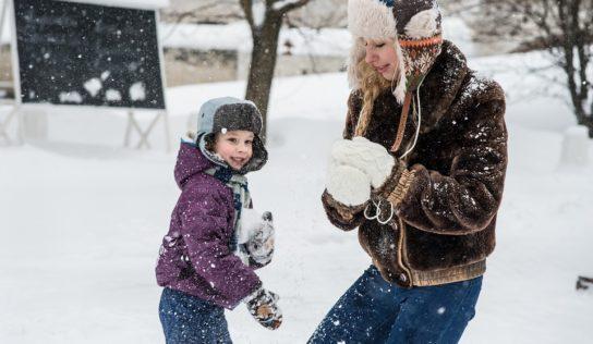 Zasnežená príroda láka ľudí na prechádzky. Viete ako sa v tomto počasí správne obliecť?