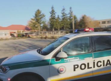 Policajné zložky zasahovali v ZŠ Kolárovo