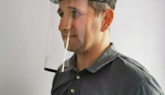 Ochranné štíty pre zdravotníkov tlačia aj v Nitre