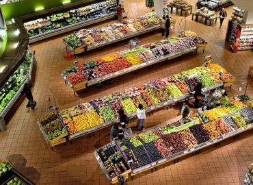 Seniori nakupujú mladým