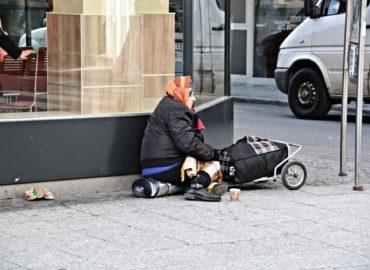 Zabezpečiť karanténu pre ľudí bez domova musí mesto