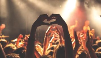 Cena vstupenky na koncert môže prudko vzrásť. Umelci zastávajú protichodné názory