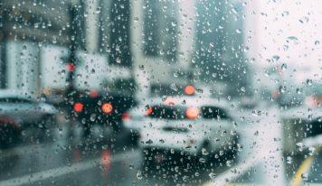 Opäť platia meteorologické výstrahy. Intenzívne zrážky trápili západné Slovensko aj v minulosti