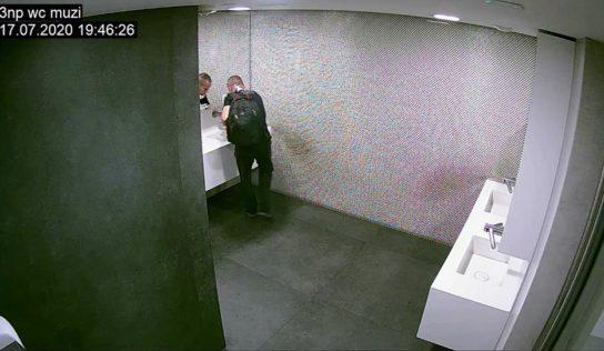Polícia pátra po lúpežníkovi z banky. Poznáte ho?