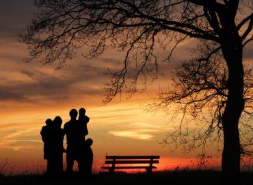 Sirotský dôchodok patrí poistencom do 26 rokov. Poberať môžu aj dva naraz