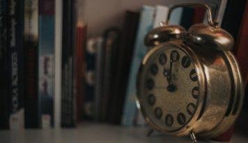 Nezabudnite si prestaviť hodinky. Nastáva zmena letného času na zimný