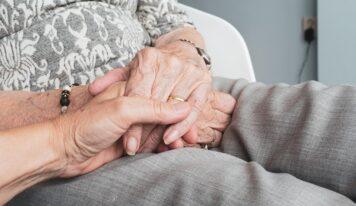 Ľudia starajúci sa o zdravotne postihnuté osoby môžu požiadať o odľahčovaciu službu