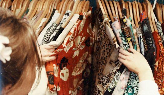 Študent UKF vzdal úctu obetiam pádu textilnej továrne