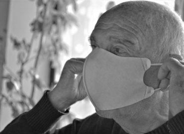 Skupiny seniorov v Nitre dostali vitamínové balíky