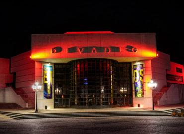 Divadlo Andreja Bagara svieti na červeno. Toto je dôvod