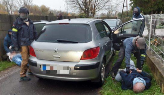 Polícia prekazila obchod s drogami mužovi zo Žitavian