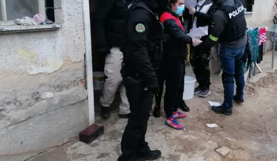 Policajti v Nitre pri akcii zadržali dve osoby: Na sex predávali iba 15-ročné dievča