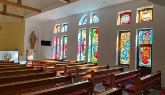 Okná kaplnky v Kňazskom seminári sv. Gorazda zdobia nové vitráže