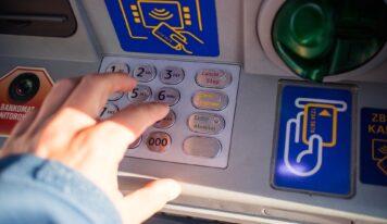 Polícia vyšetruje sériu poškodenia bankomatov. Ďalší pribudol v obci blízko Nitry