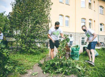 Nitru a Nové Zámky počas dobročinnej akcie skrášlia viac ako dve stovky dobrovoľníkov