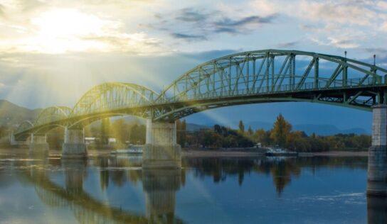 Obnovený Most Márie Valérie v Štúrove oslavuje 20. rokov