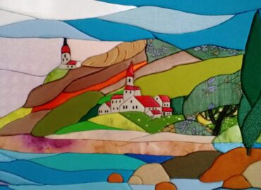 Krajské osvetové stredisko sprístupnilo výstavu Štetcom a ihlou, maľbou a patchworkom