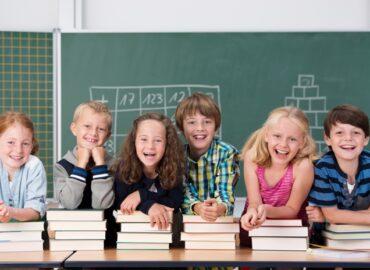 Žiaci nebudú musieť nosiť rúška počas vyučovania
